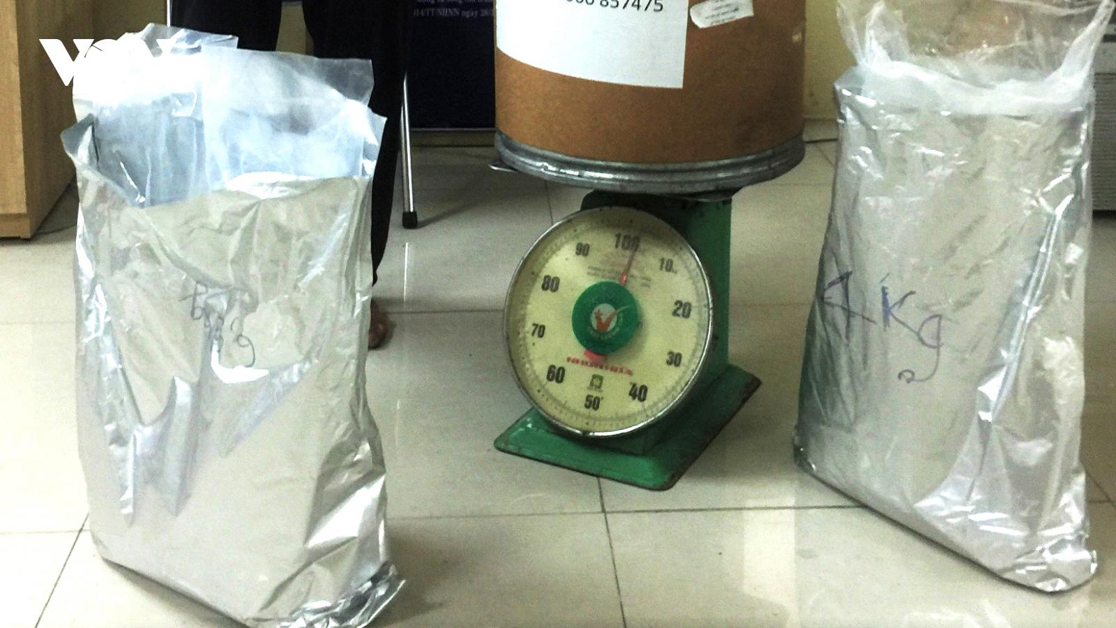 Bắt đối tượng vận chuyển hơn 10kg nghi ma túytừ Campuchia về Việt Nam