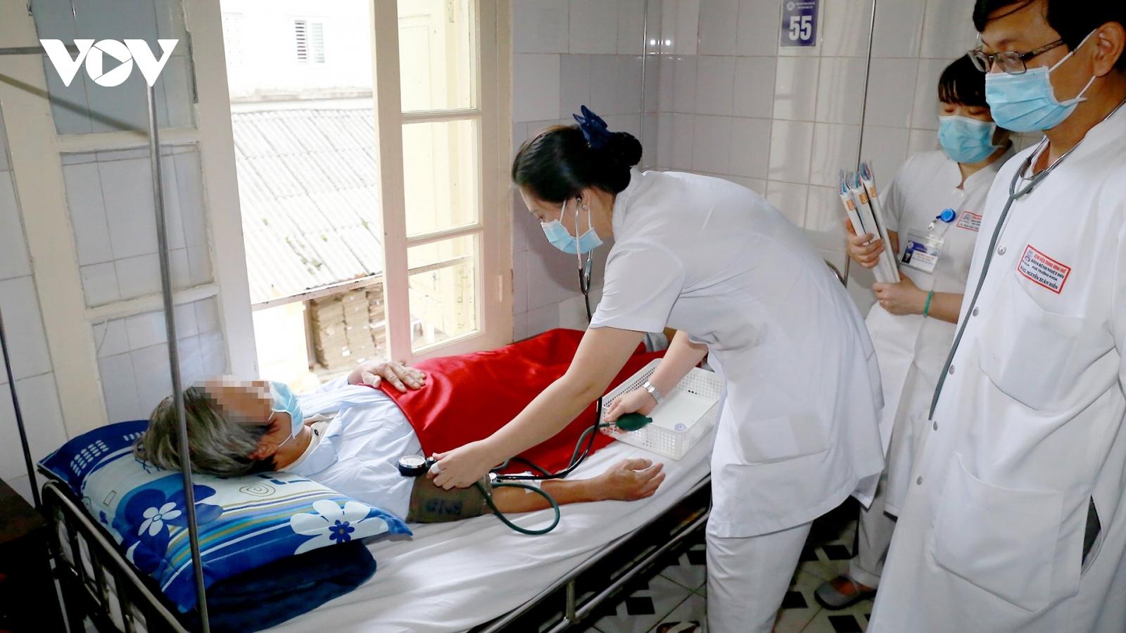 """Bệnh """"vi khuẩn ăn thịt người"""" tăng đột biến sau mưa lũ ở miền Trung"""
