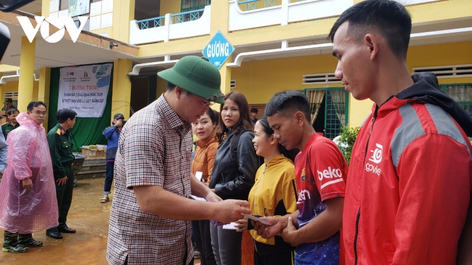 Học sinh vùng sạt lở Phước Sơn, Quảng Nam trở lại lớp sau gần một tháng nghỉ học