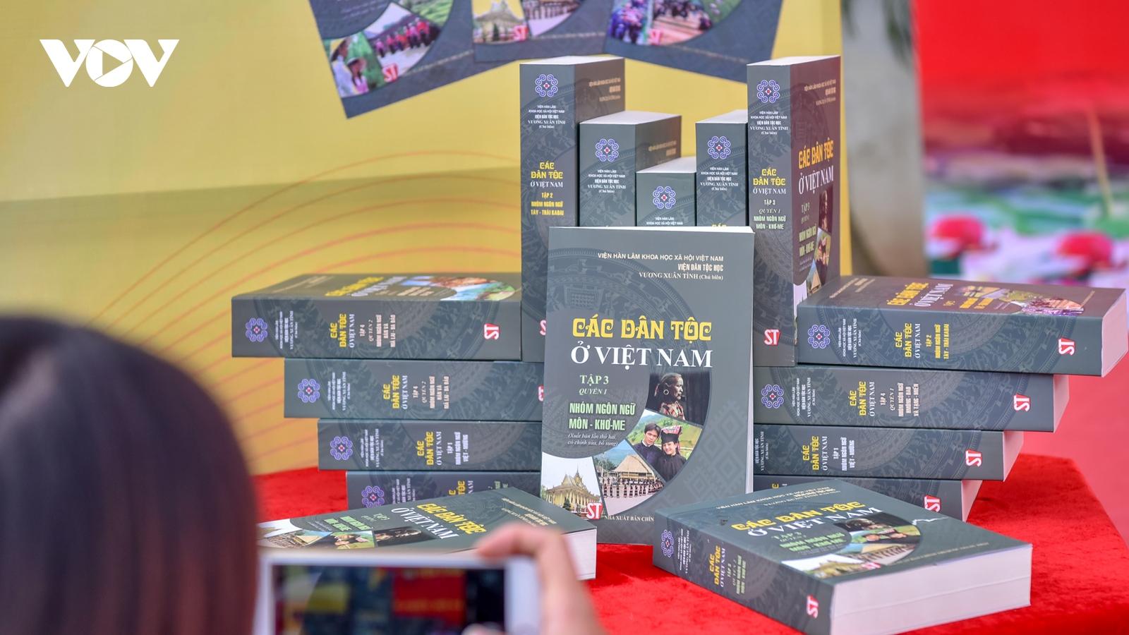 Ra mắt bộ sách quý về các dân tộc ở Việt Nam