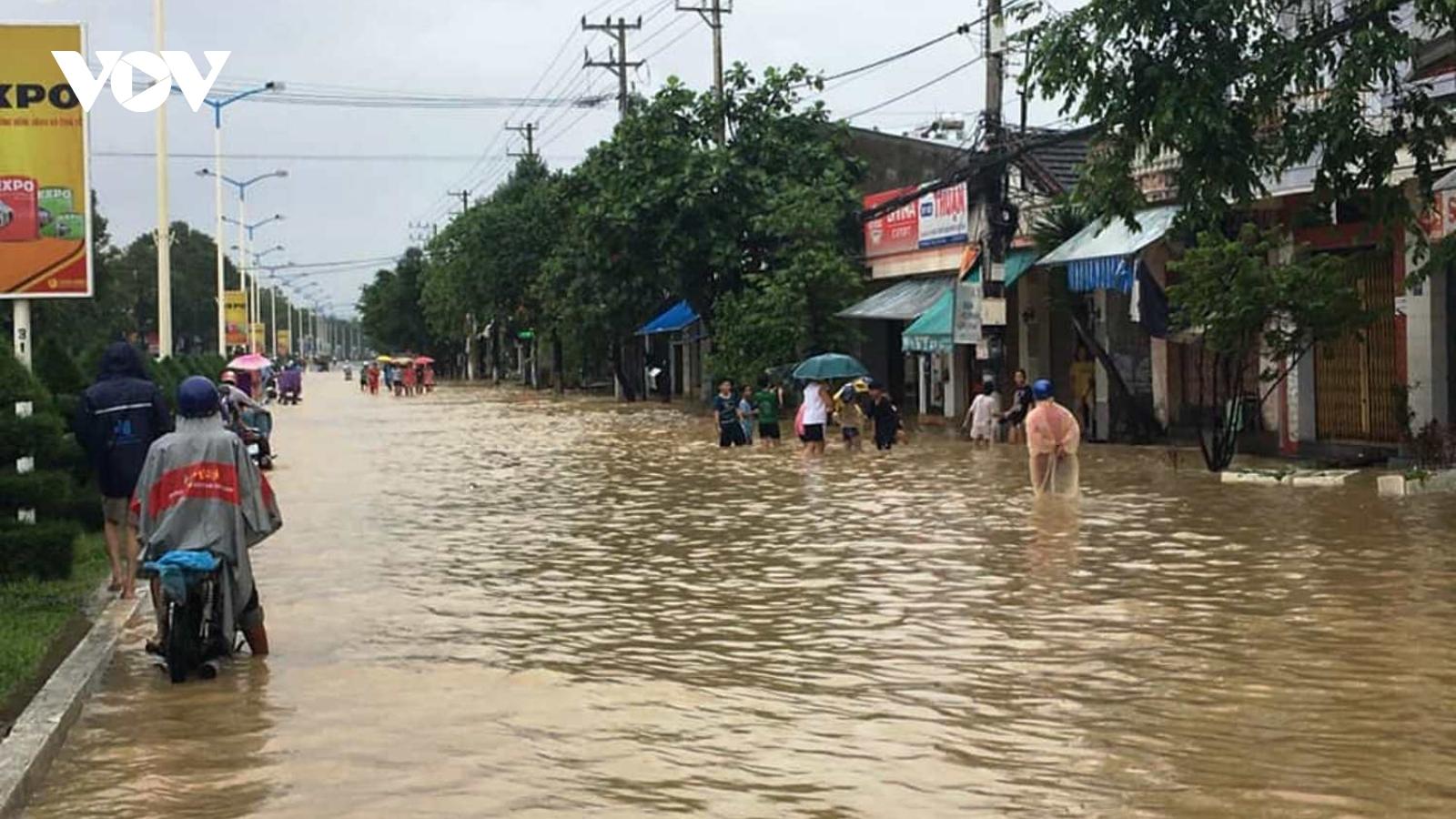 1 người mất tích do lũ cuốn tại Vạn Ninh, thành phố Nha Trang ngập cục bộ