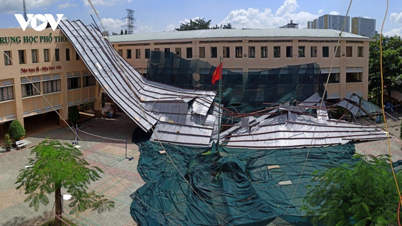 Trường học bị tốc mái tại TPHCM: Sẽ thuê địa điểm để dạy và học