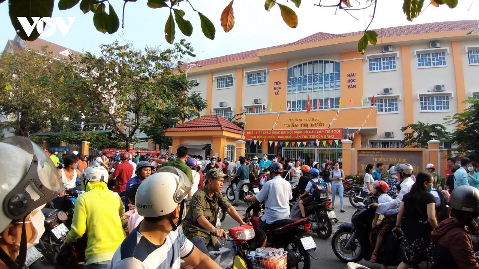 Sở GD-ĐT yêu cầu giải quyết dứt điểm vụ bữa ăn ở Trường Tiểu học Trần Thị Bưởi