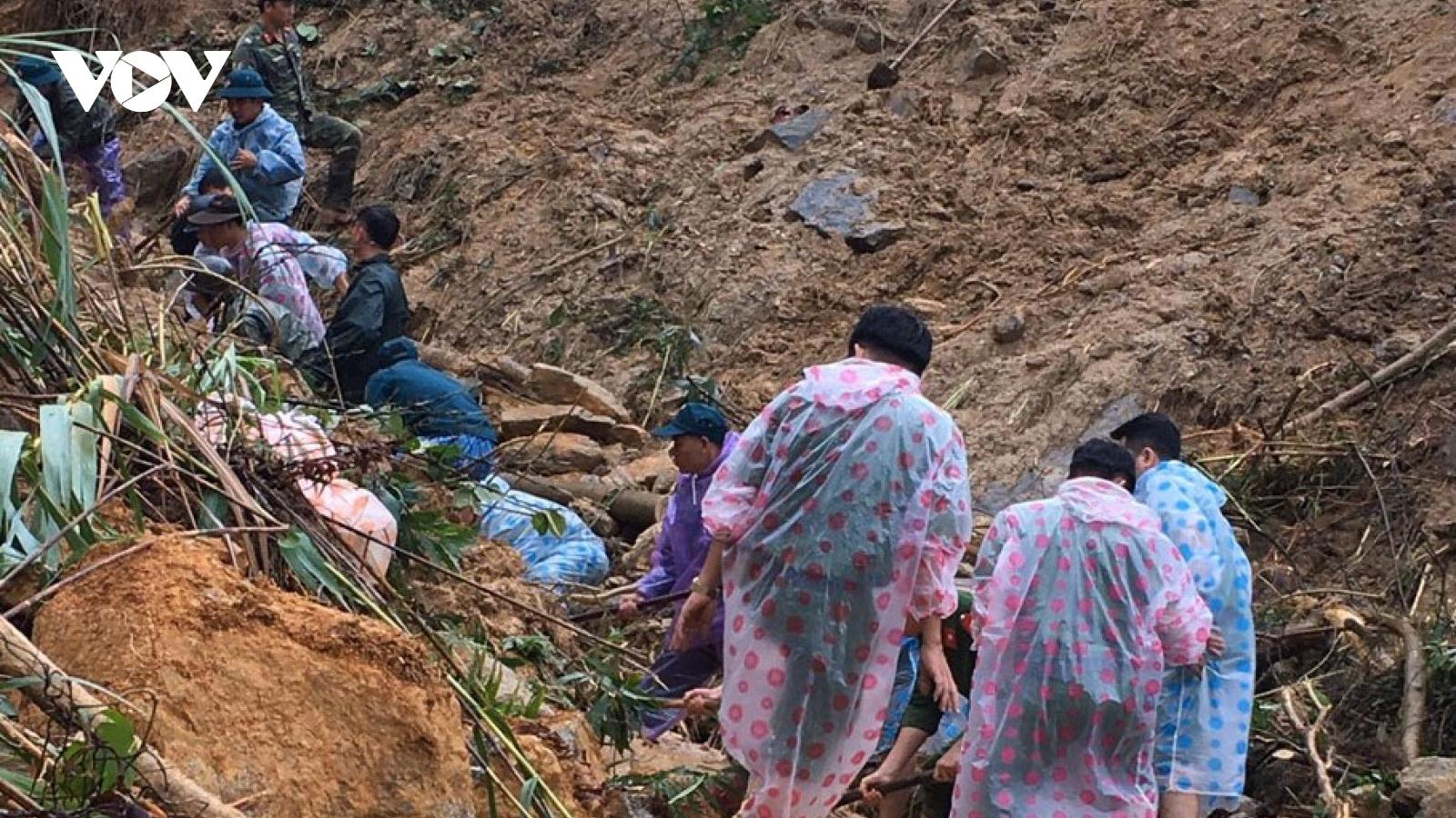 Lại xảy ra 3 vụ sạt lở núi, tạm dừng tìm kiếm người mất tích trên Quốc lộ 40B ở Quảng Nam