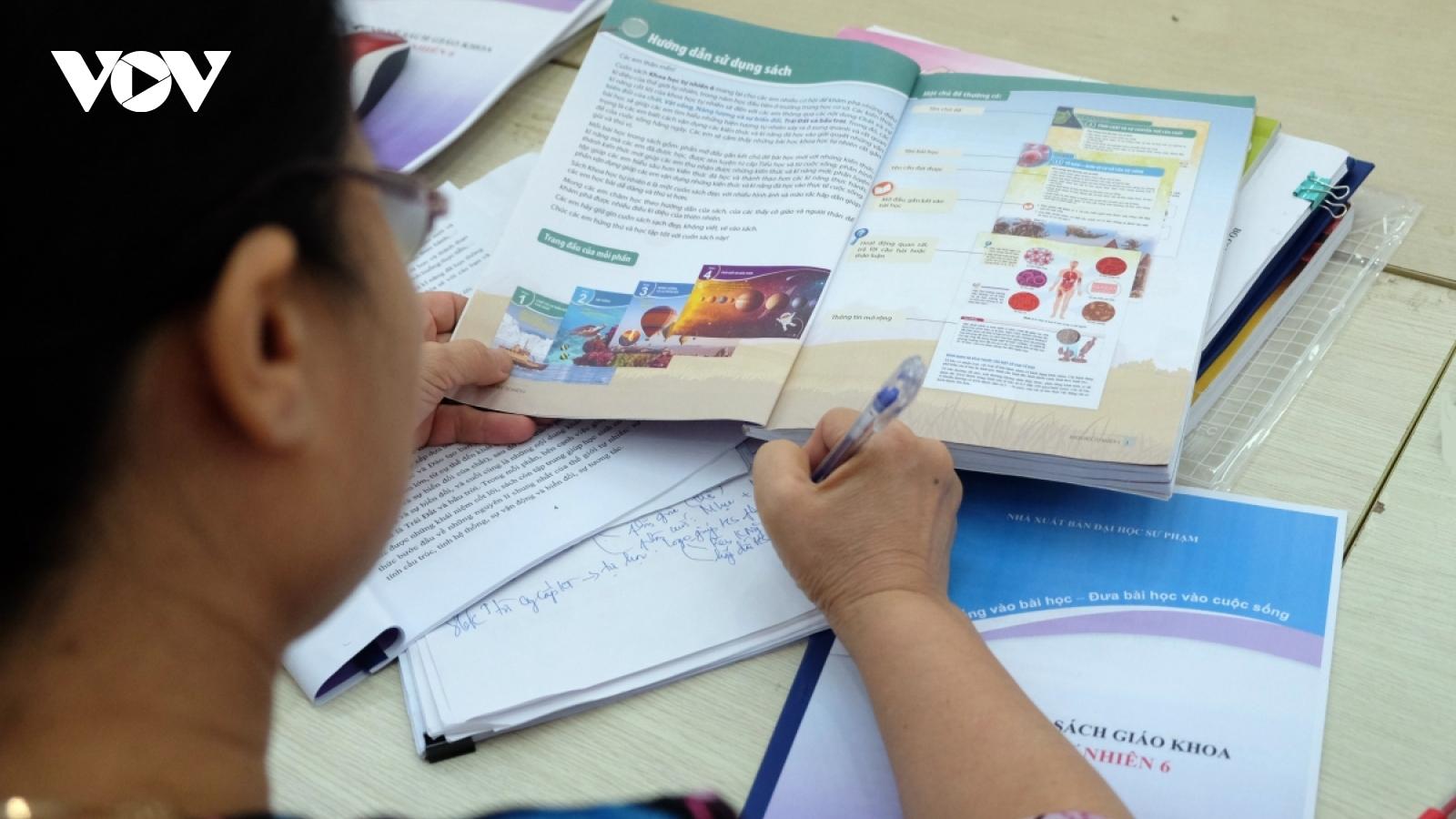 """Cả 4 bộ sách giáo khoa lớp 1 của NXB Giáo dục đang sử dụng đều có """"sạn"""""""