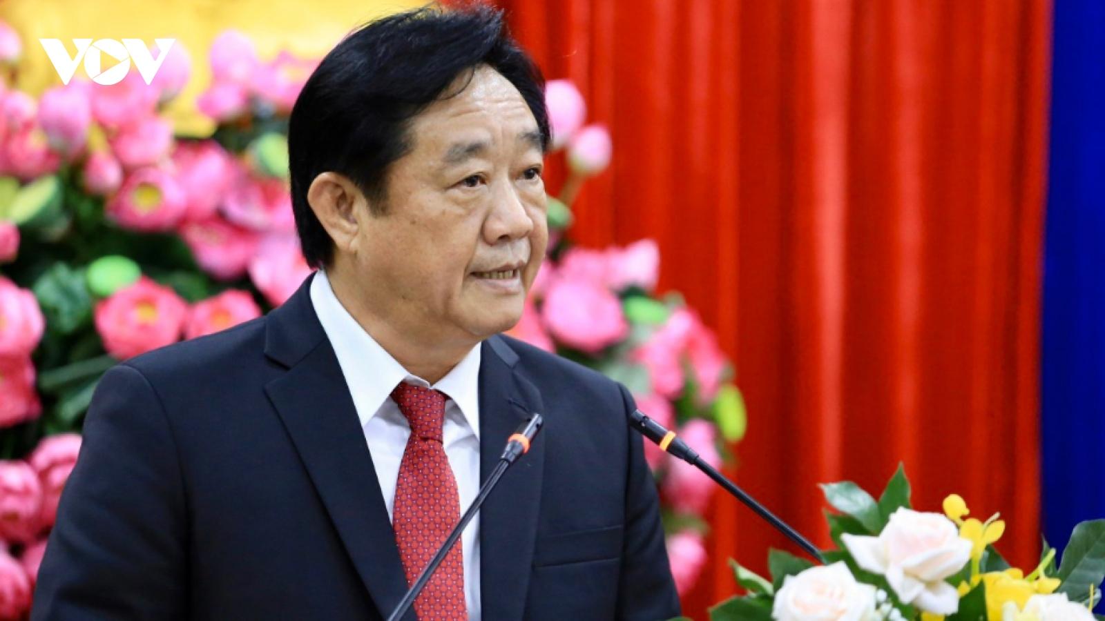 Chủ tịch tỉnh Bình Dương đề nghị hoãn họp vì nhiều cán bộ dự họp thay