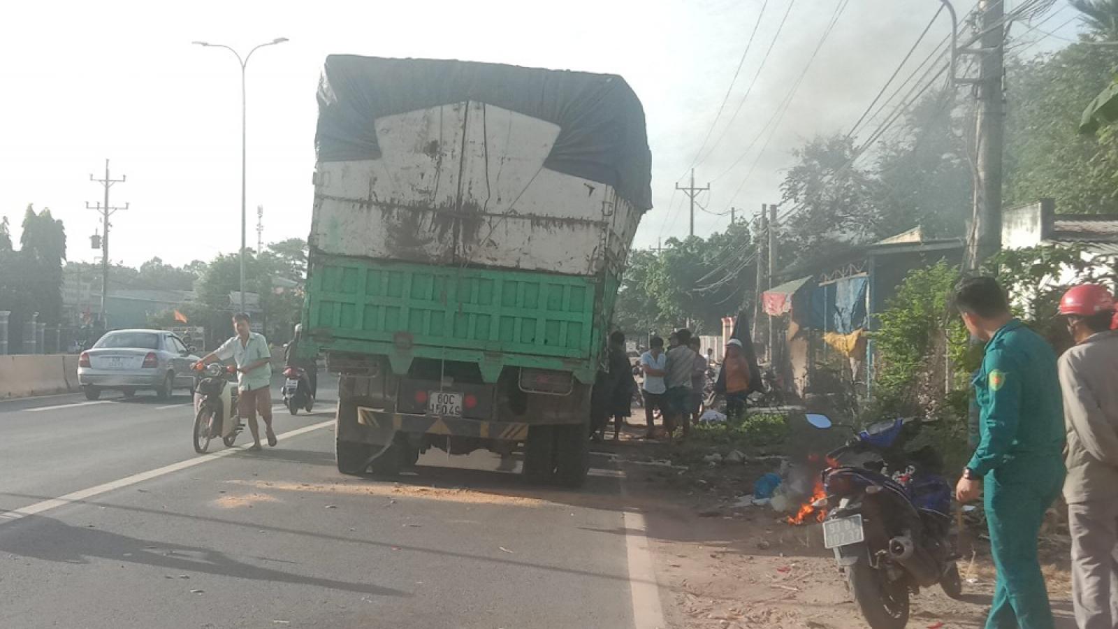 Tông vào đuôi xe tải dừng bên đường, nam thanh niên tử vong tại chỗ