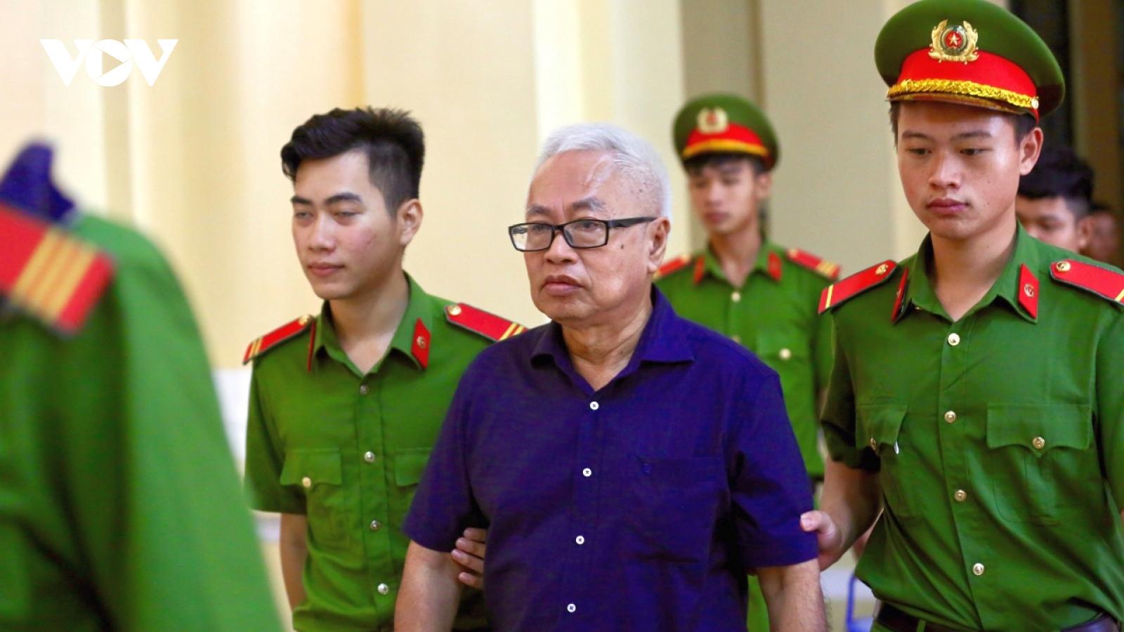 Ông Trần Phương Bình tiếp tục hầu tòa vụ Ngân hàng Đông Á