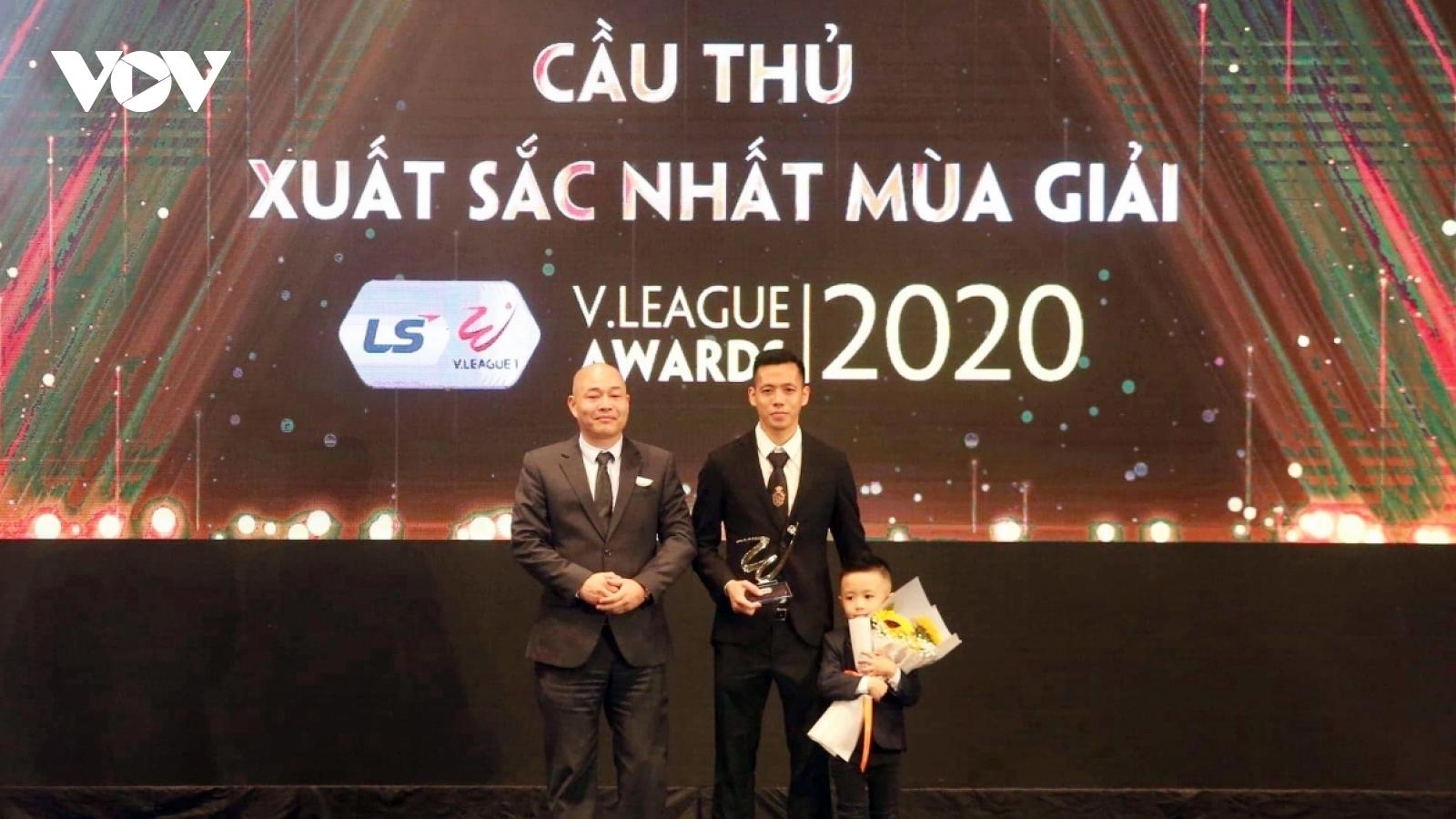 Lý do Văn Quyết đoạt giải Cầu thủ xuất sắc nhất V-League 2020