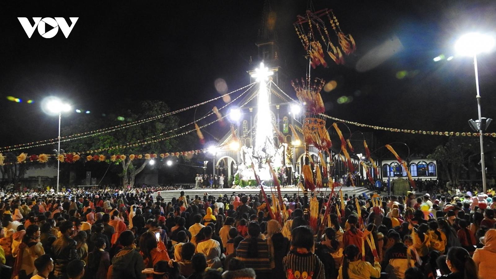 Đêm Noel ở Kon Tum: Hạnh phúc là hai chữ Bình An