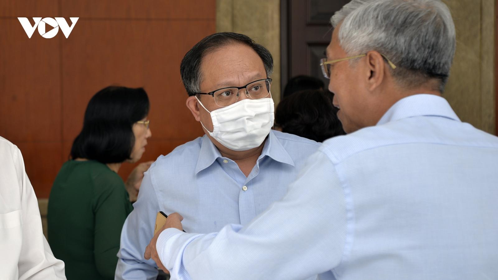 Ông Tất Thành Cang bị đình chỉ chức Phó Trưởng Ban Biên soạn Lịch sử Đảng bộ TPHCM