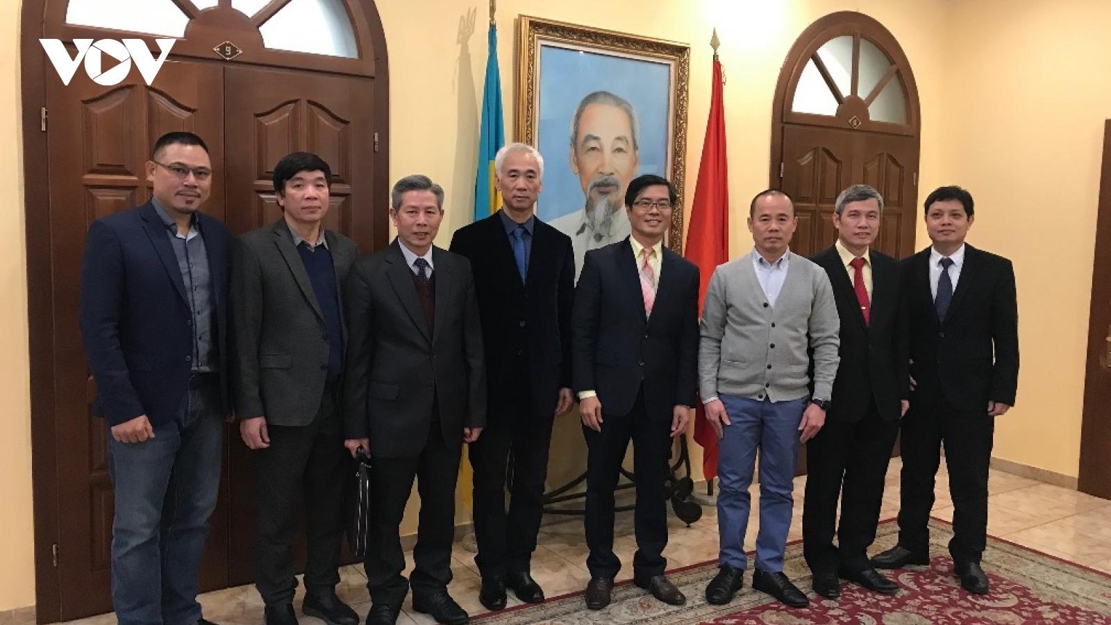 Gặp mặt đại diện hội, đoàn thể cộng đồng người Việt Nam tại Ucraina