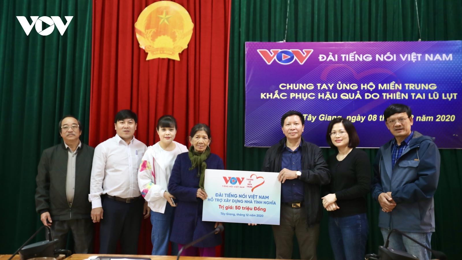"""""""Thương về miền Trung""""-VOV đến với đồng bào vùng cao Quảng Nam-Quảng Ngãi"""