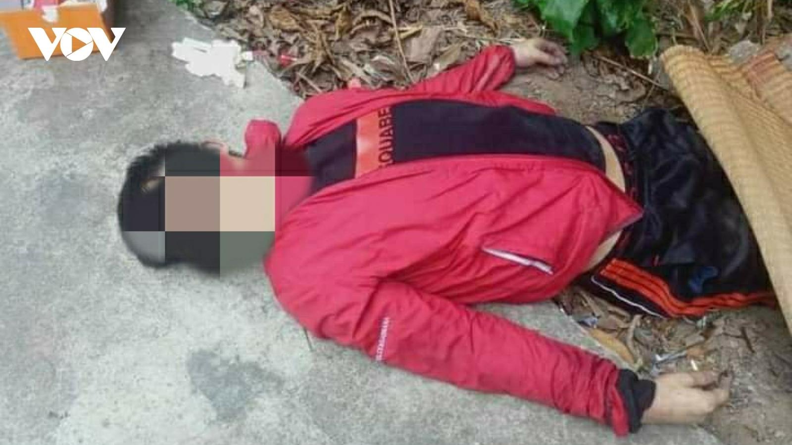 Nam thanh niên tử vong bên lề đường, nghi do sốc ma túy