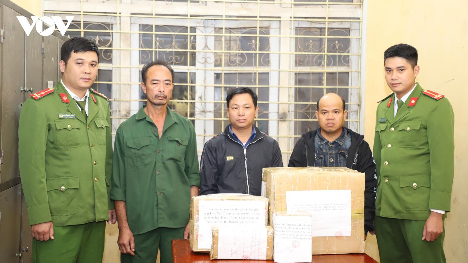 Bảo vệ công ty liên tiếp lấy trộm, tuồn ra ngoài 22 kg thuốc và kíp nổ
