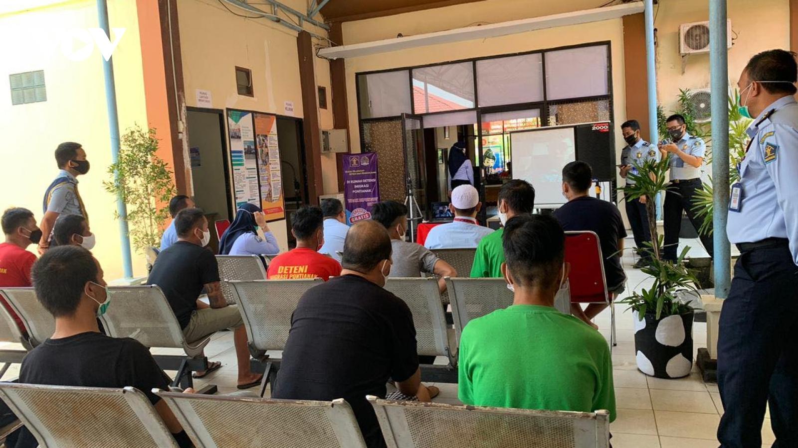 ĐSQ Việt Nam thăm lãnh sự trực tuyến ngư dân bị tạm giữ tại Indonesia