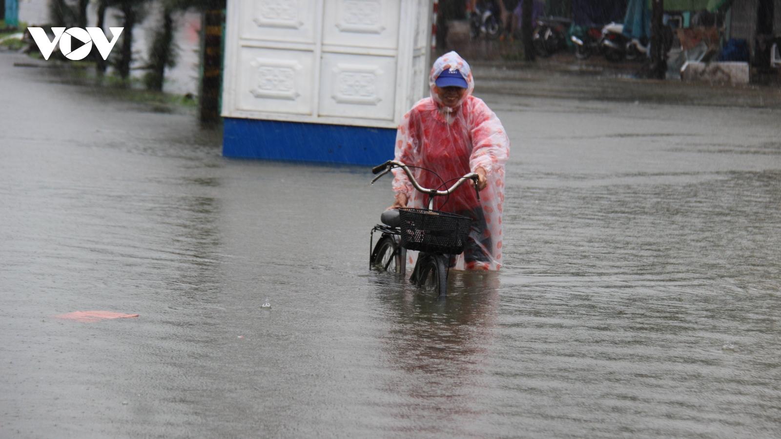 Mưa lớn làm 3 người chết, 1 người mất tích và ngập lụt nhiều nơi ở miền Trung