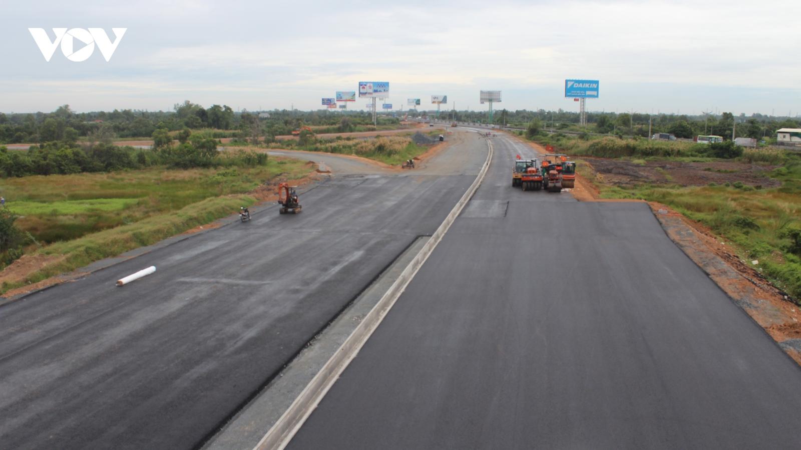 Dồn lực thông tuyến cao tốc Trung Lương - Mỹ Thuận