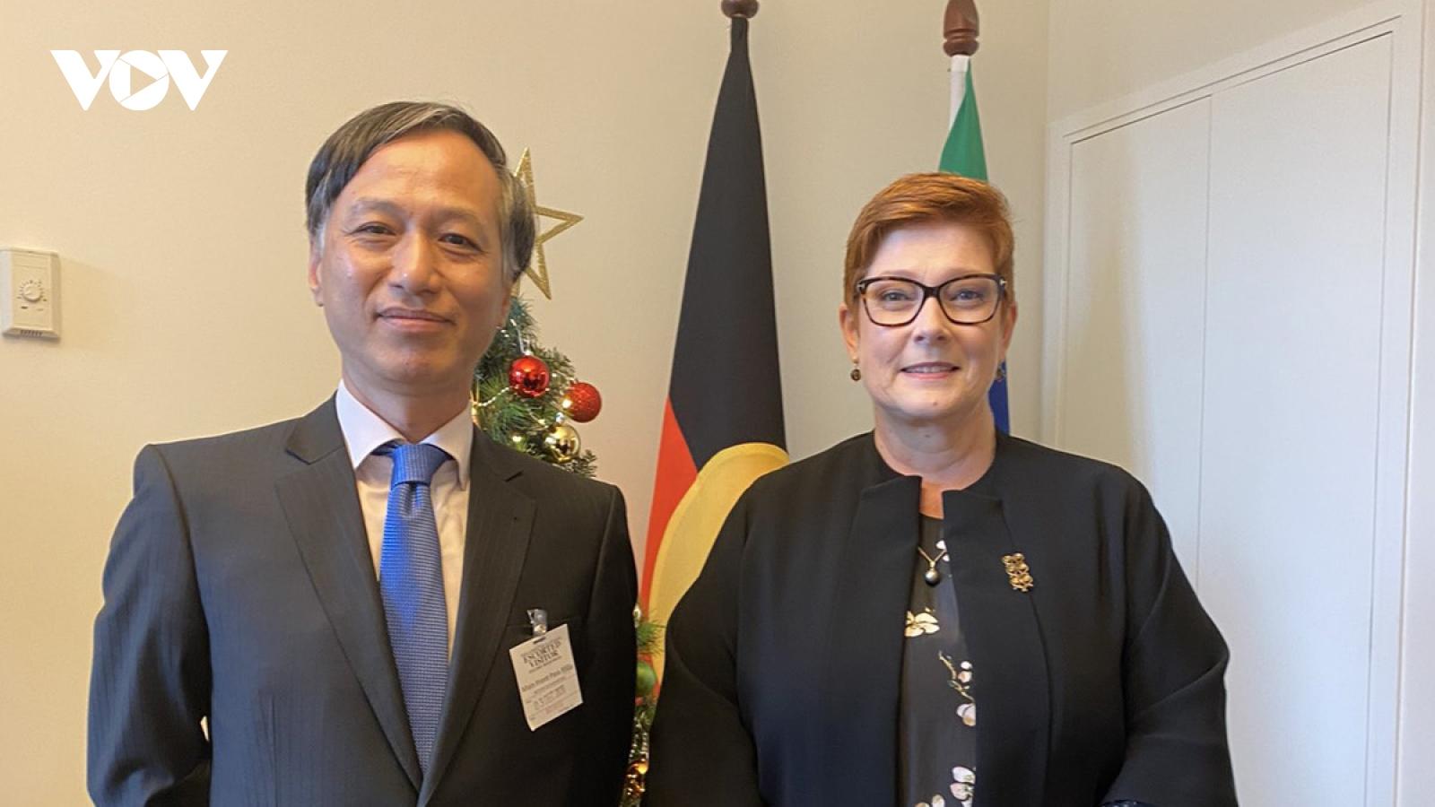 Bộ trưởng Ngoại giao Australia tiếp Đại sứ Nguyễn Tất Thành