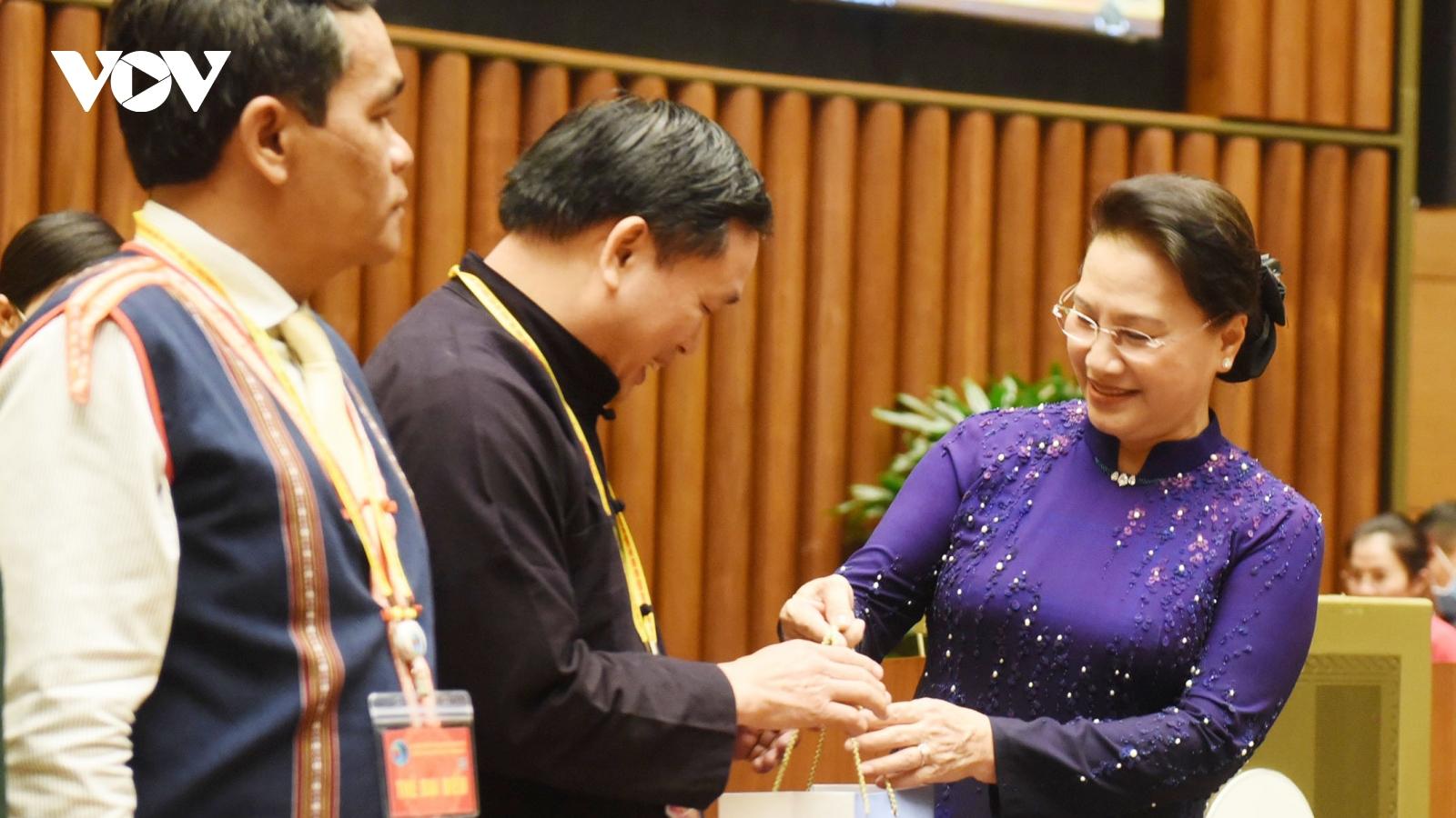 Chủ tịch Quốc hội gặp mặt các đại biểu tiêu biểu các dân tộc thiểu số