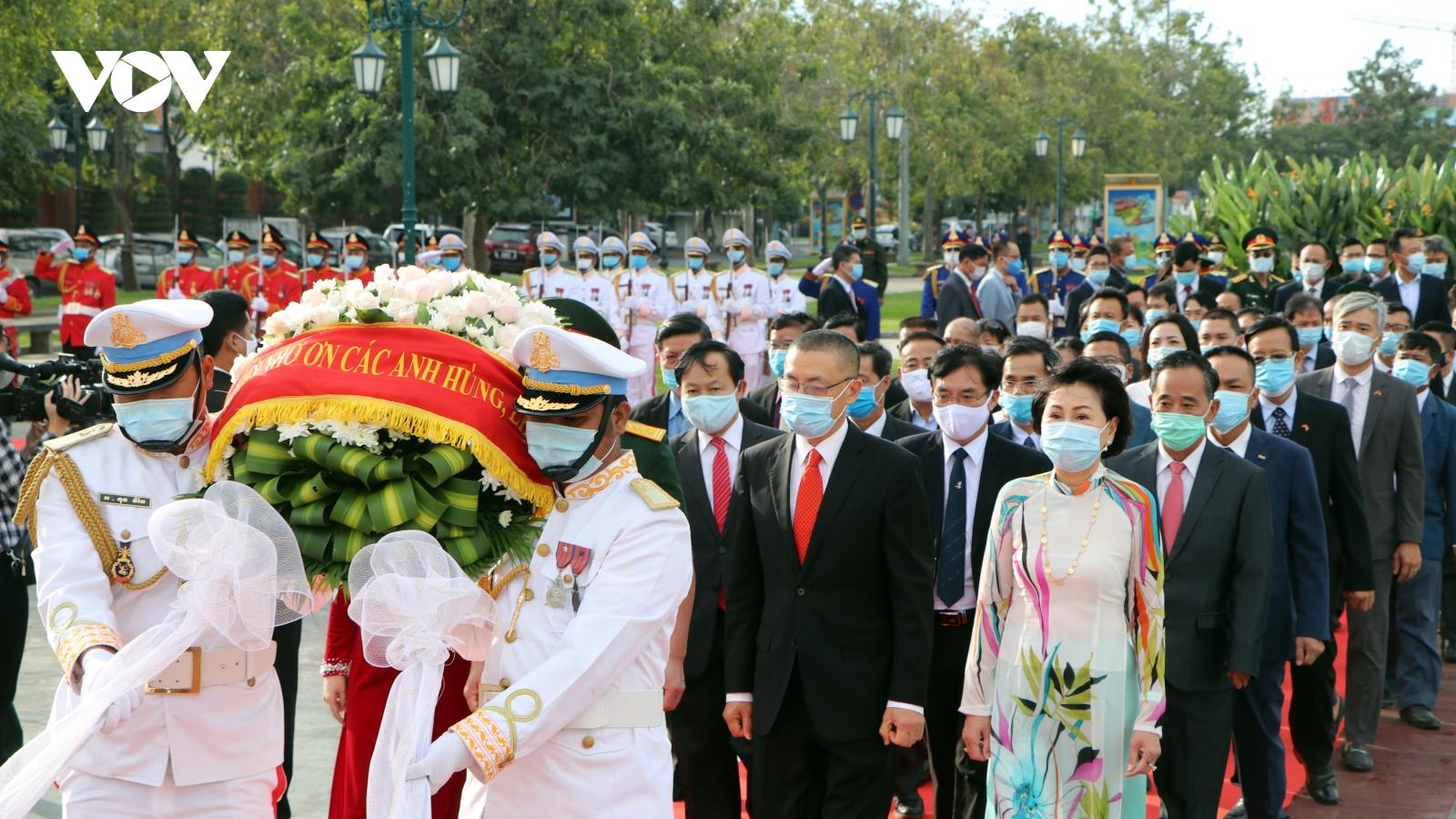 Kỷ niệm 76 năm Ngày thành lập Quân đội nhân dân Việt Namtại Campuchia