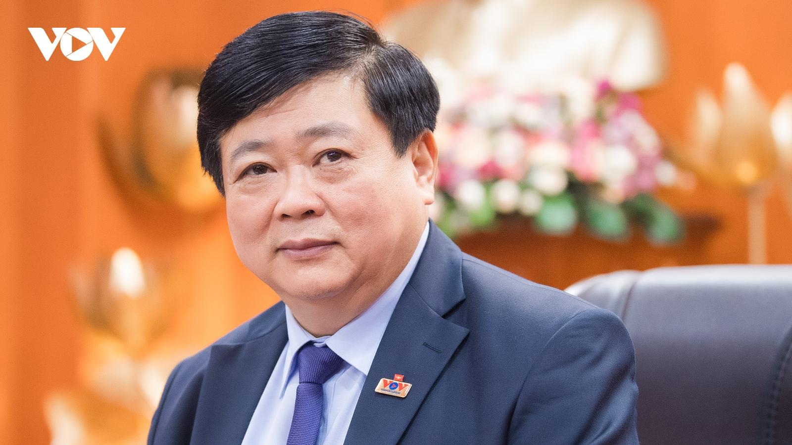 """Nhà thơ Nguyễn Thế Kỷ: """"Nhiều khi người ta sống chết, hi sinh vì một nếp nhà rất bình dị"""""""