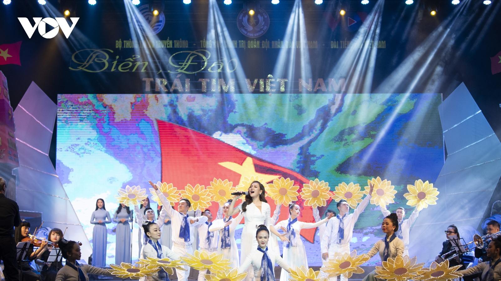 """Chương trình nghệ thuật """"Biển, đảo – Trái tim Việt Nam 2020"""" khơi dậy lòng yêu biển, đảo"""