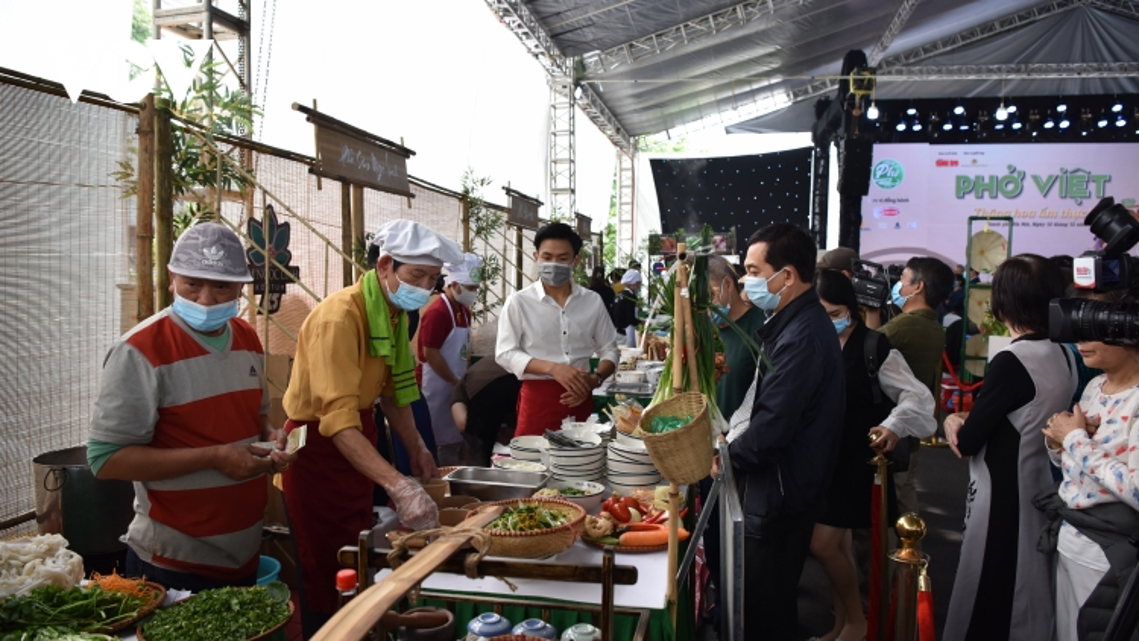 Ngày của phở 12/12: Giới thiệu bức tranh toàn cảnh về phở Việt
