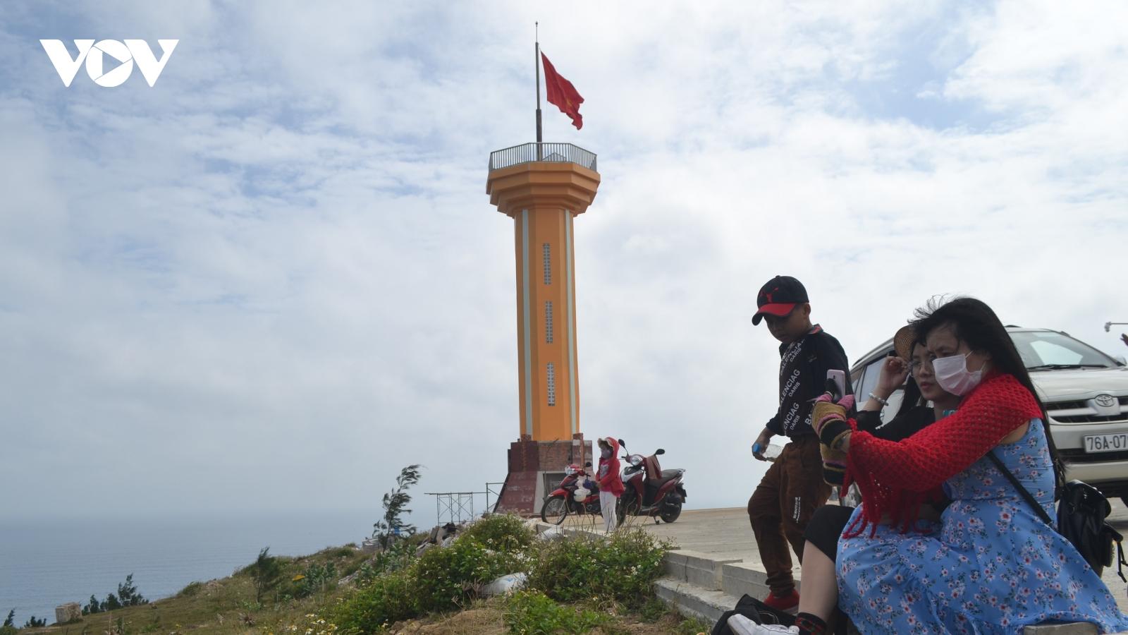 Du lịch Lý Sơn - một năm nhiều khó khăn
