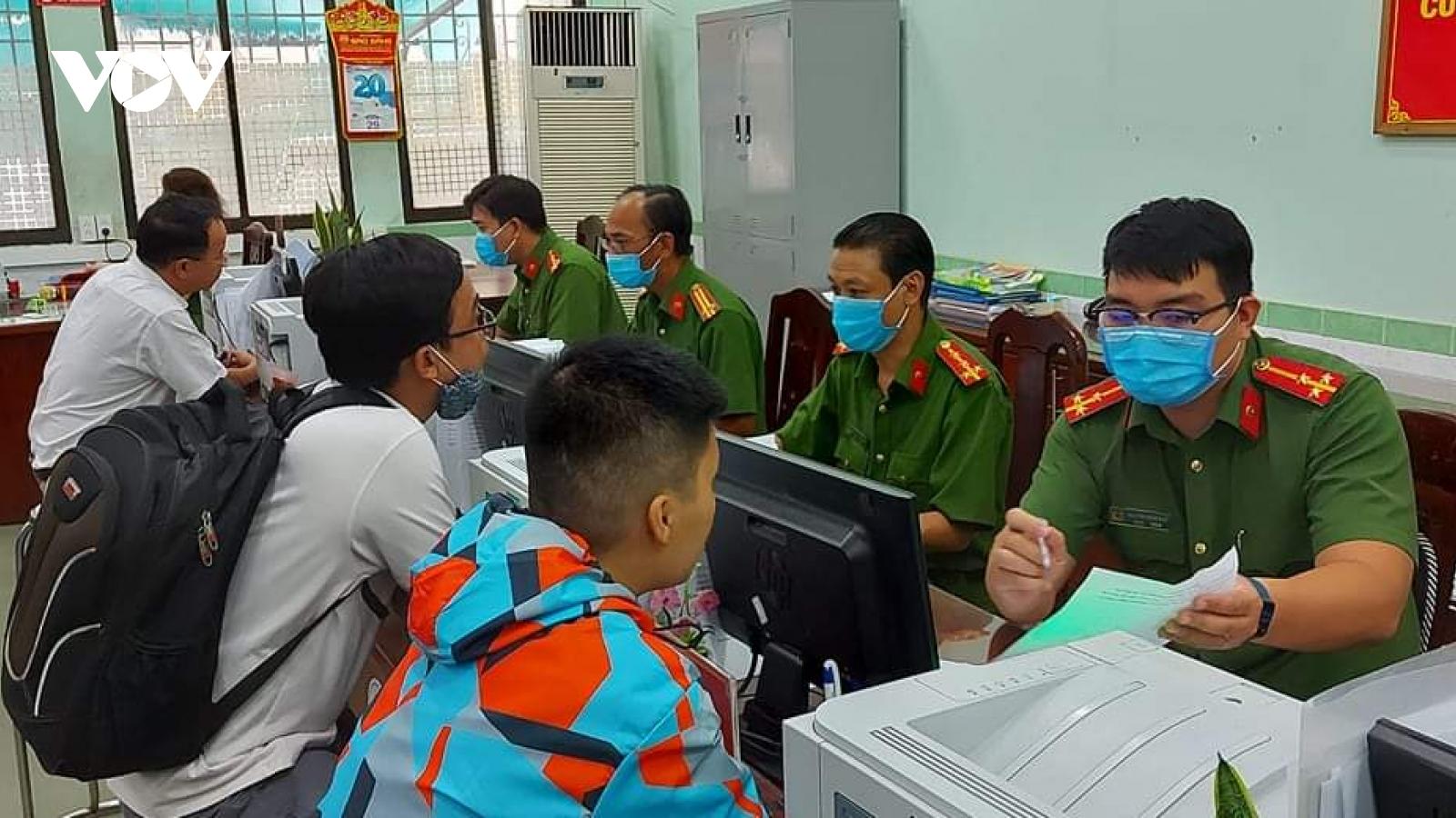Gần 4.000 cảnh sát TPHCM hỗ trợ cấp thẻ căn cước gắn chip điện tử