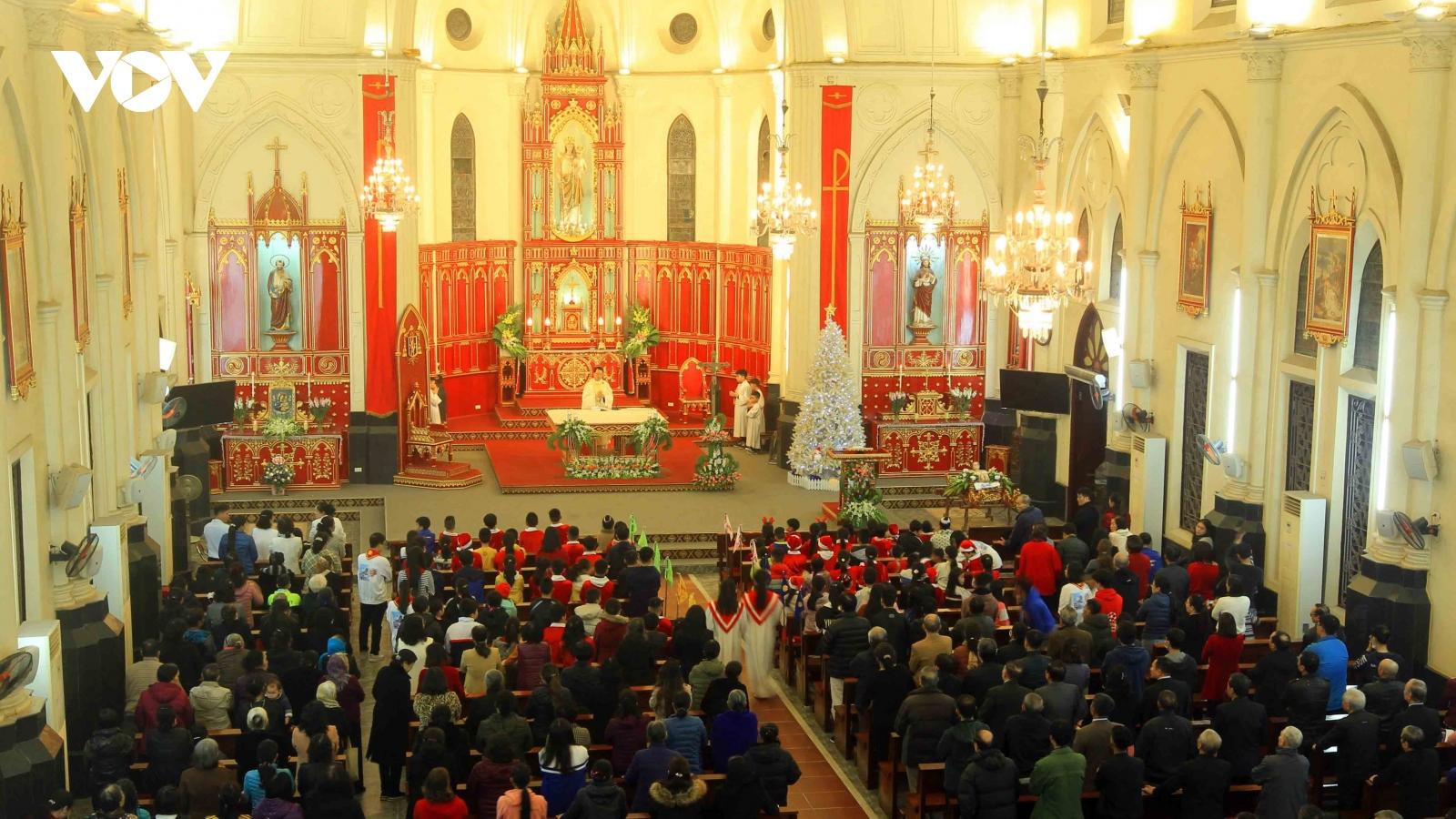 Đồng bào Công giáo tại một số tỉnh, thành đón Giáng sinh tươi vui, ấm áp