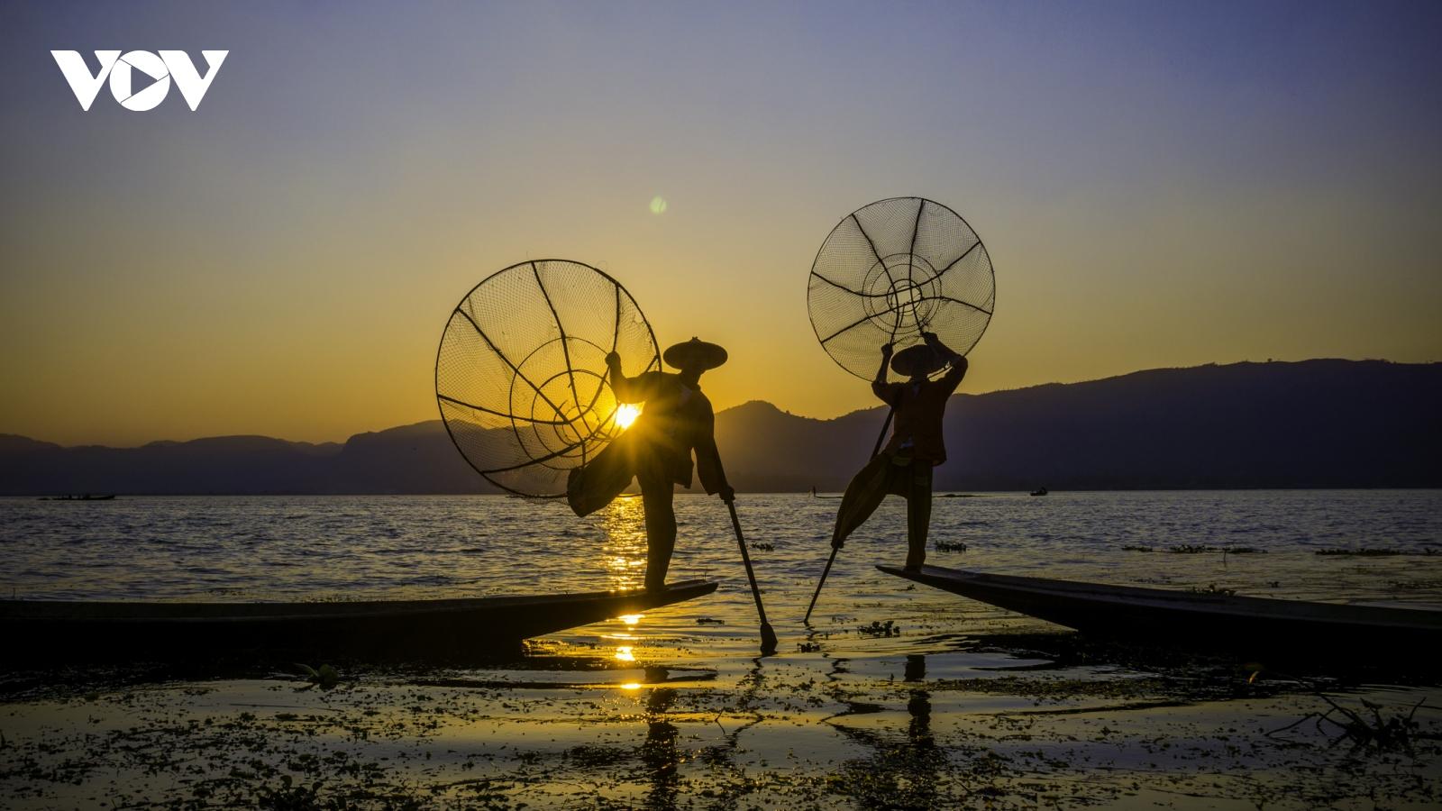 Ngắm nhìn những vũ công trên hồ Inle - Myanmar