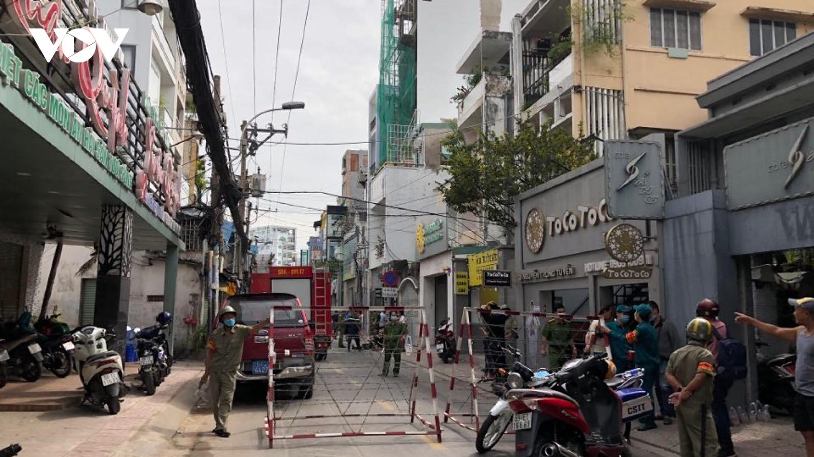 Phong tỏa một đoạn đường Nguyễn Trọng Tuyển, TP HCM sau vụ nổ