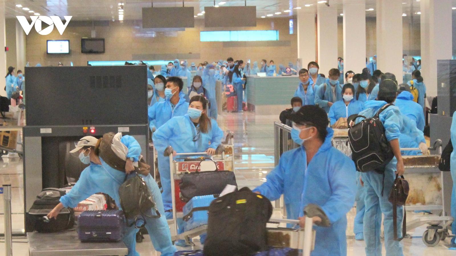 Đưa 305 công dân Việt Nam từ Anh về cách ly tại Trà Vinh và Vĩnh Long