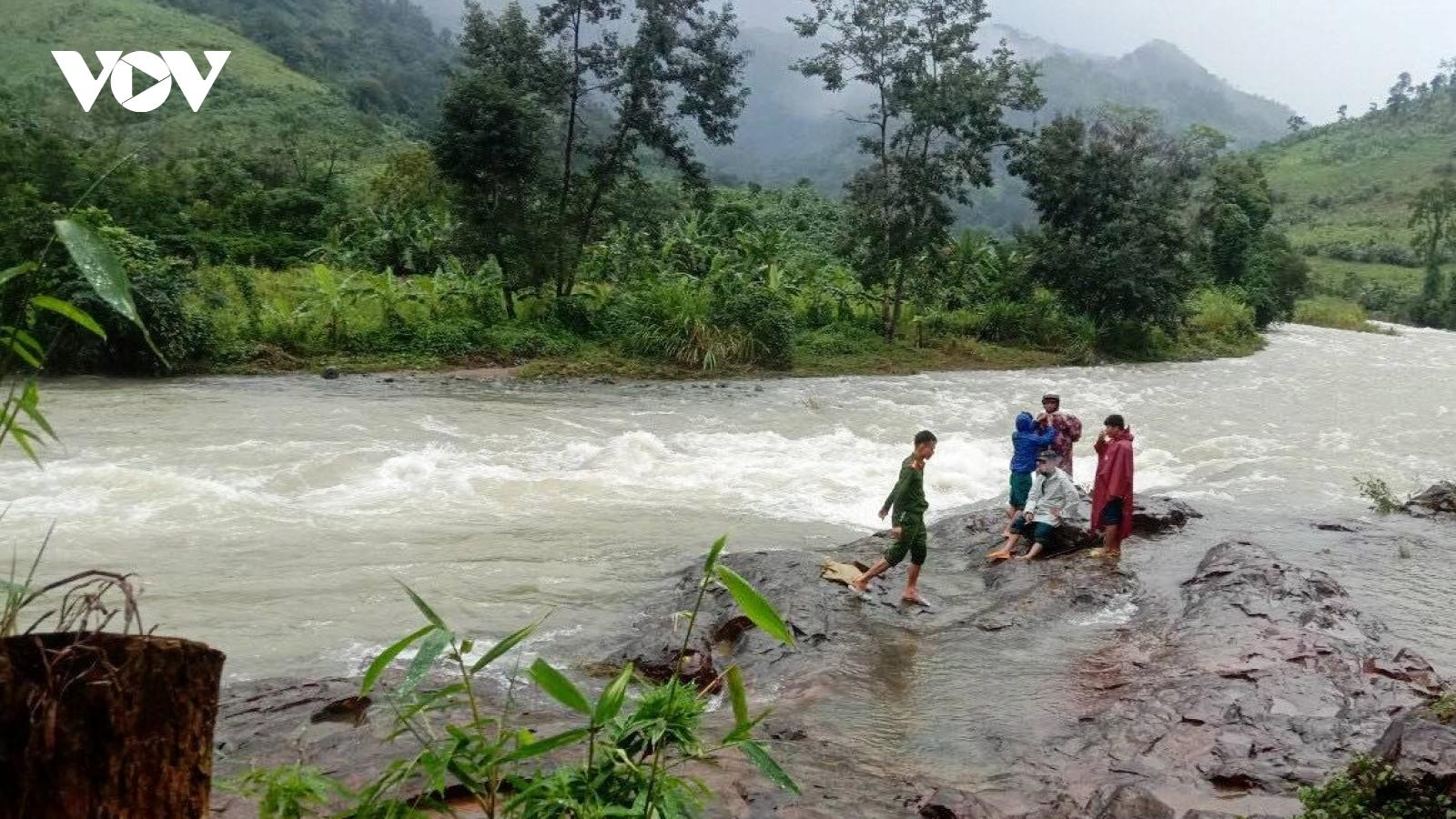 Đã liên lạc được với 36 du khách mất liên lạc khi leo núi Tà Giang