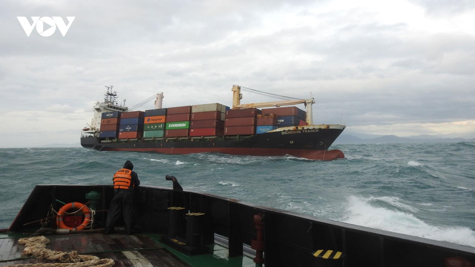 Lữ đoàn tàu ngầm 189 Hải quân cứu hộ tàu container 5700T
