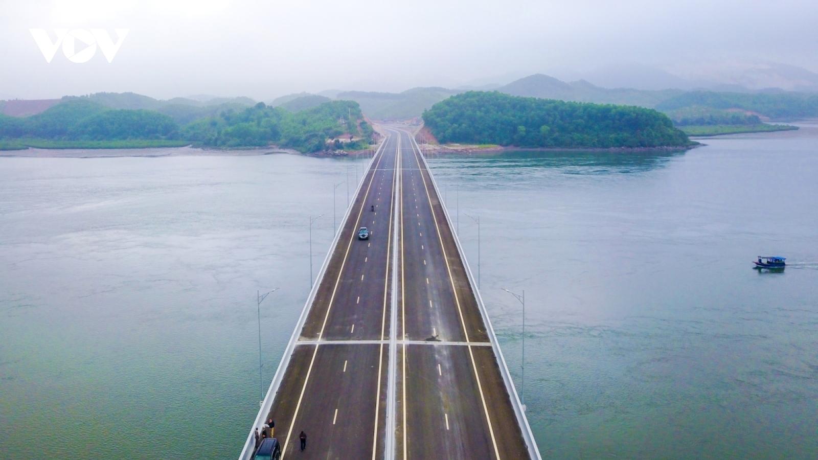 Tuyến cao tốc dài nhất cả nước đang dần thành hình