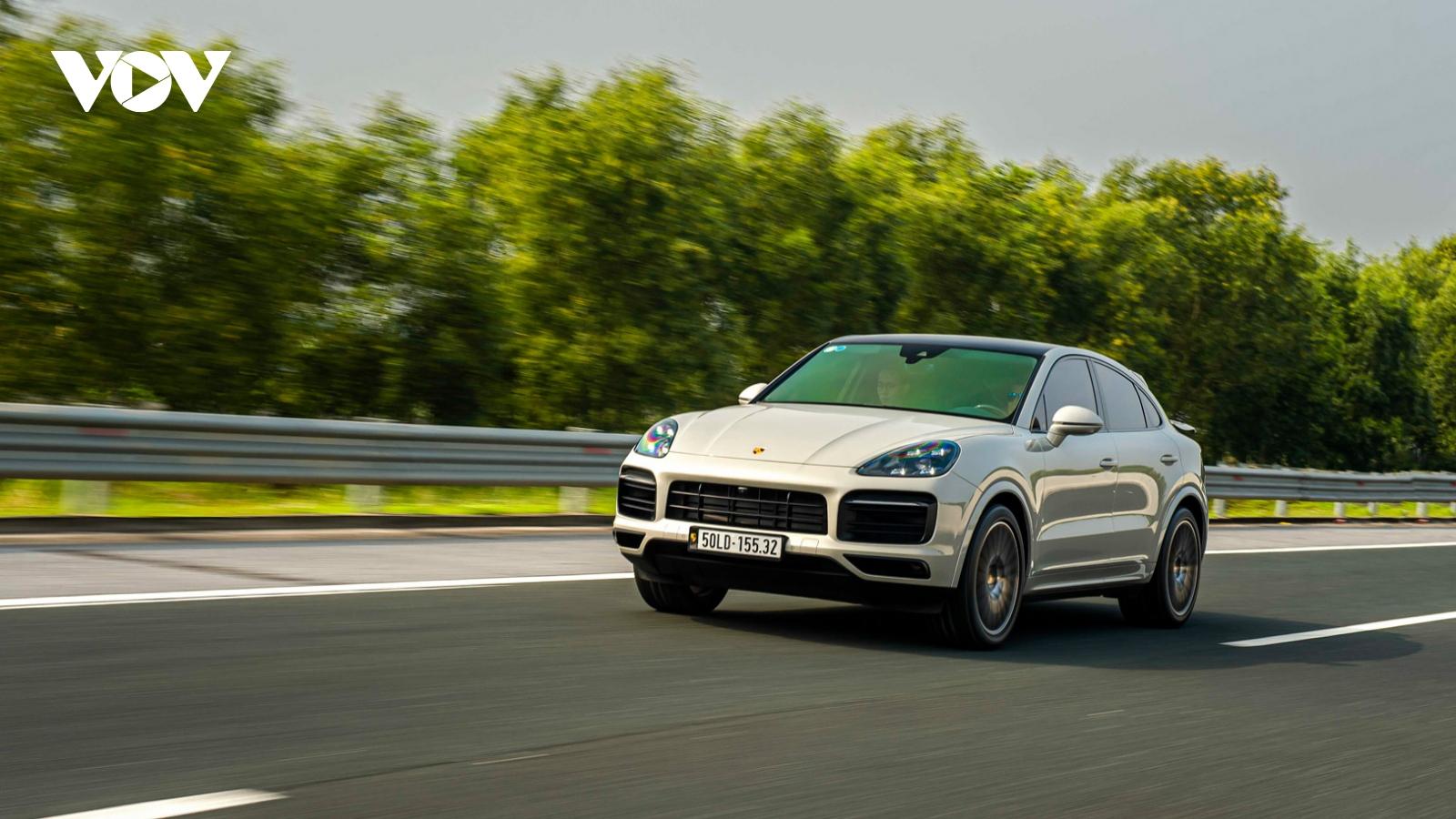 Khám phá SUV hiệu năng cao Porsche Cayenne Coupe giá hơn 6 tỷ đồng