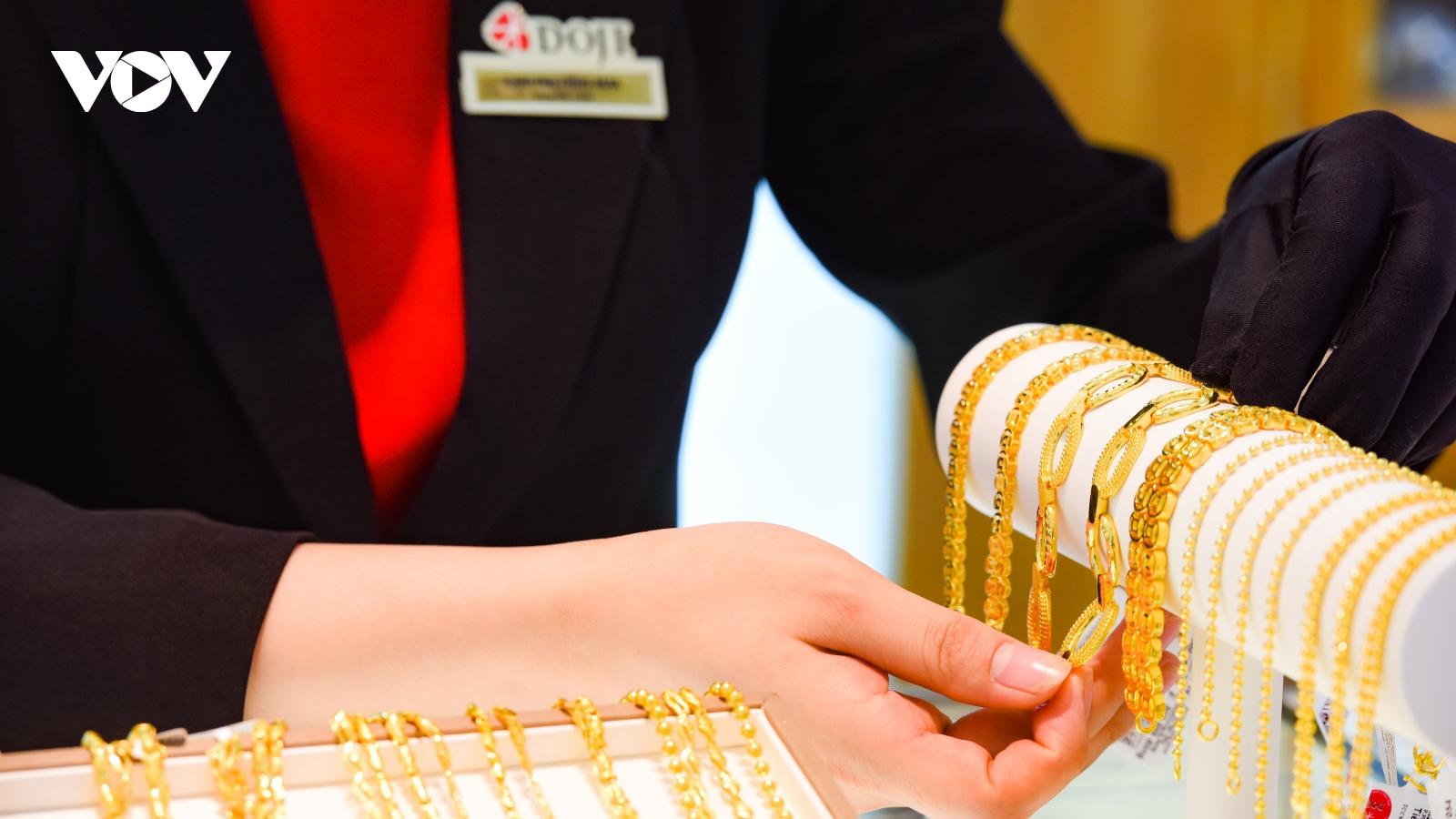 Giá vàng SJC trồi, sụt trong khoảng 55,80 triệu đồng/lượng