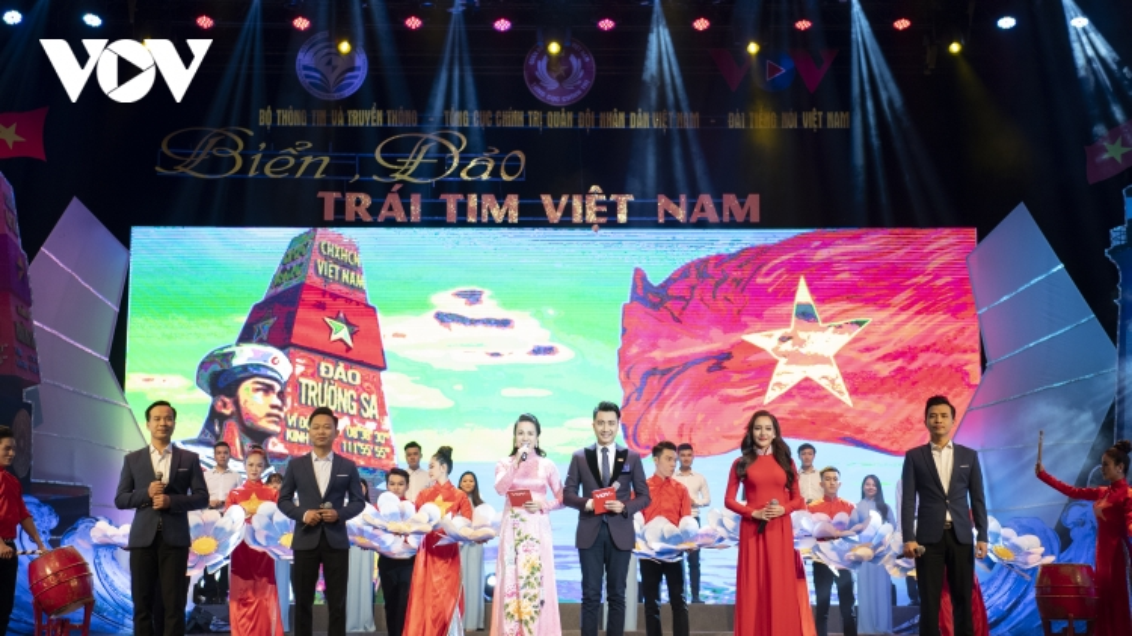 """Toàn cảnh chương trình nghệ thuật """"Biển, đảo - Trái tim Việt Nam"""""""