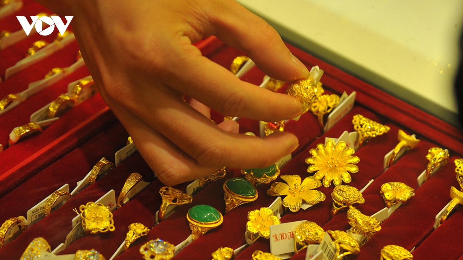 Giá vàng thế giới tăng mạnh nhưng vẫn thấp hơn giá vàng SJC 3,46 triệu đồng/lượng