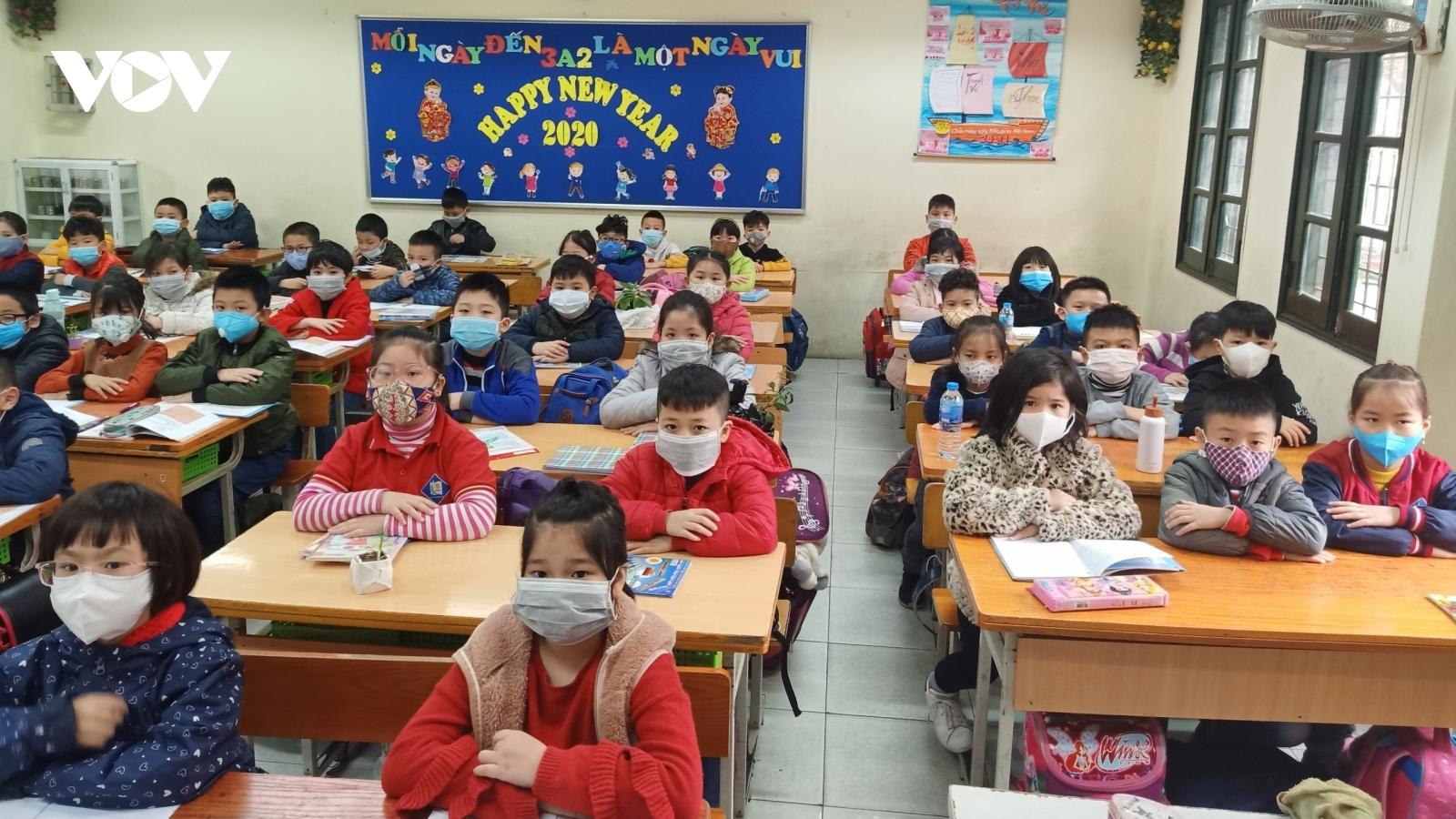 Hơn 2.000 học sinh, giáo viên phải nghỉ học liên quan đến BN 1347