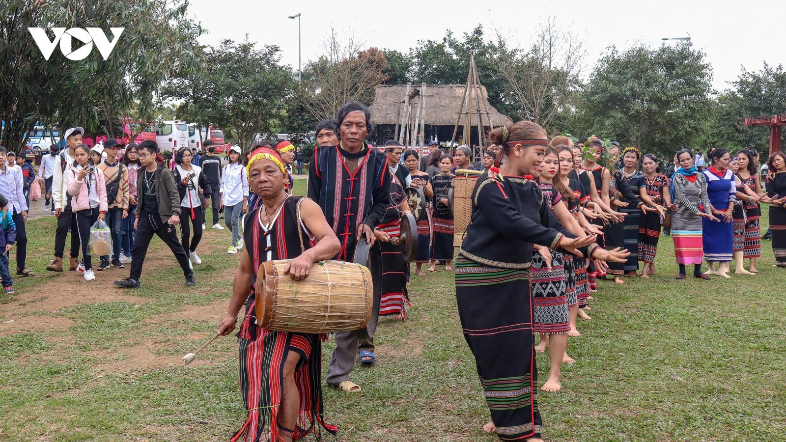 Làng Văn hóa - du lịch các dân tộc Việt Nam tạm dừng đón khách tham quan