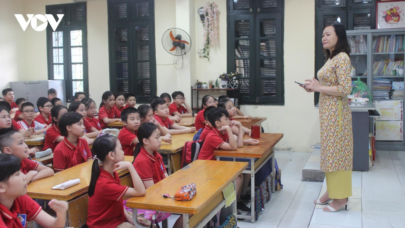 Hà Nội tuyển dụng gần 4.000 giáo viên
