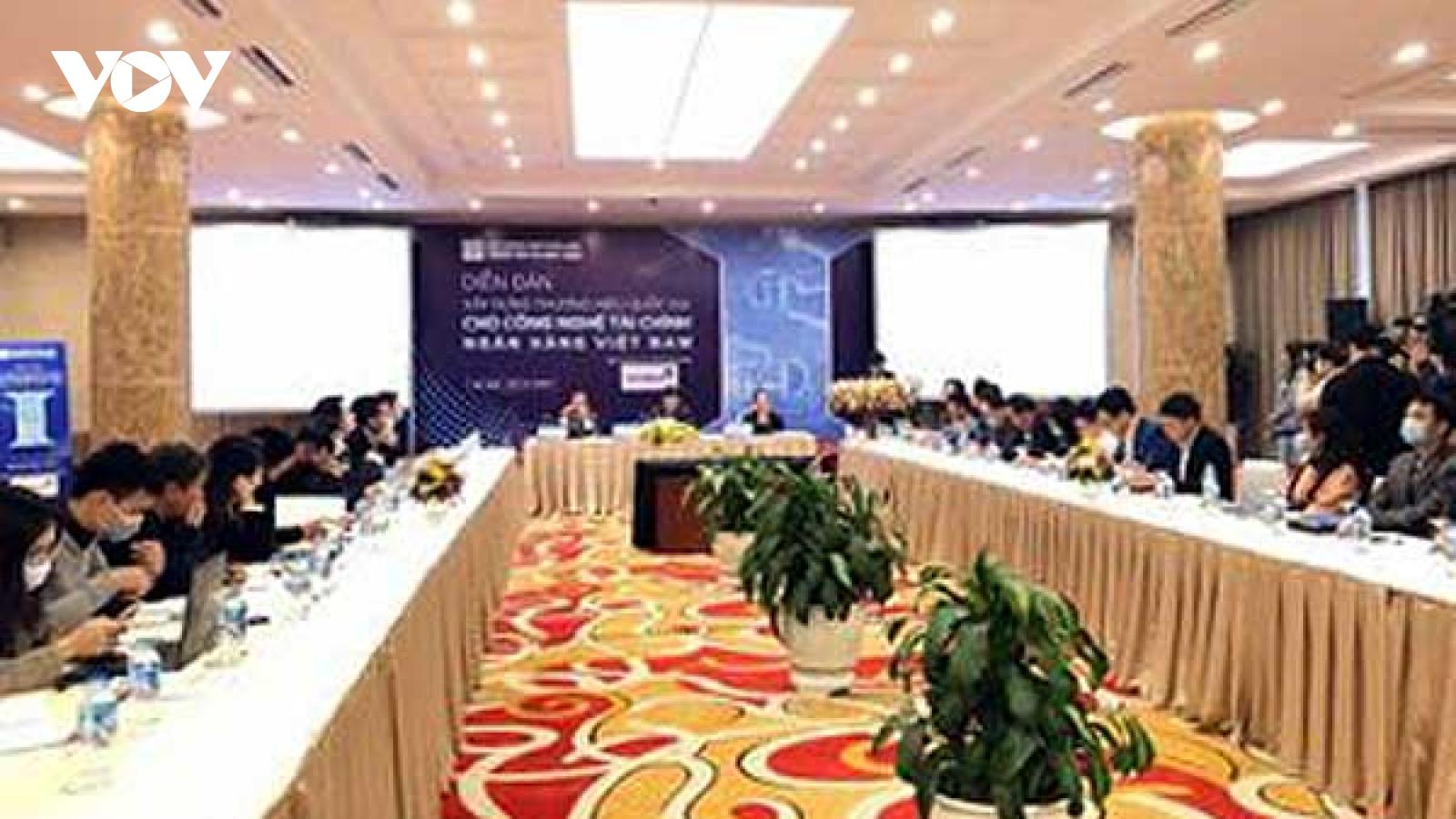 Hoàn thiện hành lang pháp lý cho công nghệ tài chính ngân hàng