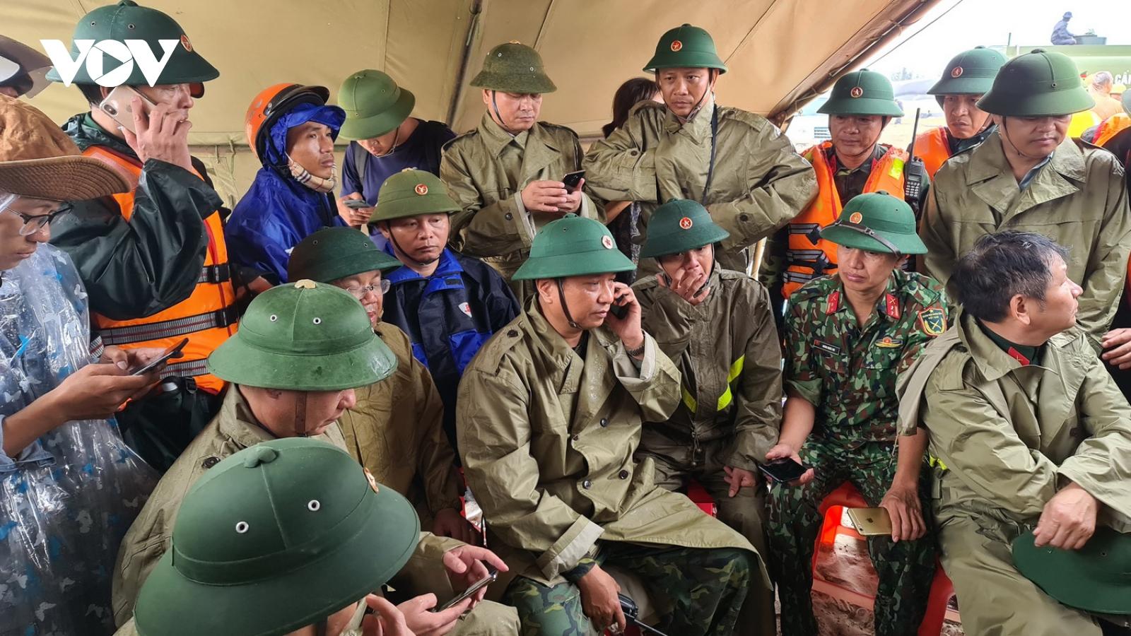 8 cơn bão đổ vào miền Trung: Quân đội cùng dân vượt qua gian khó