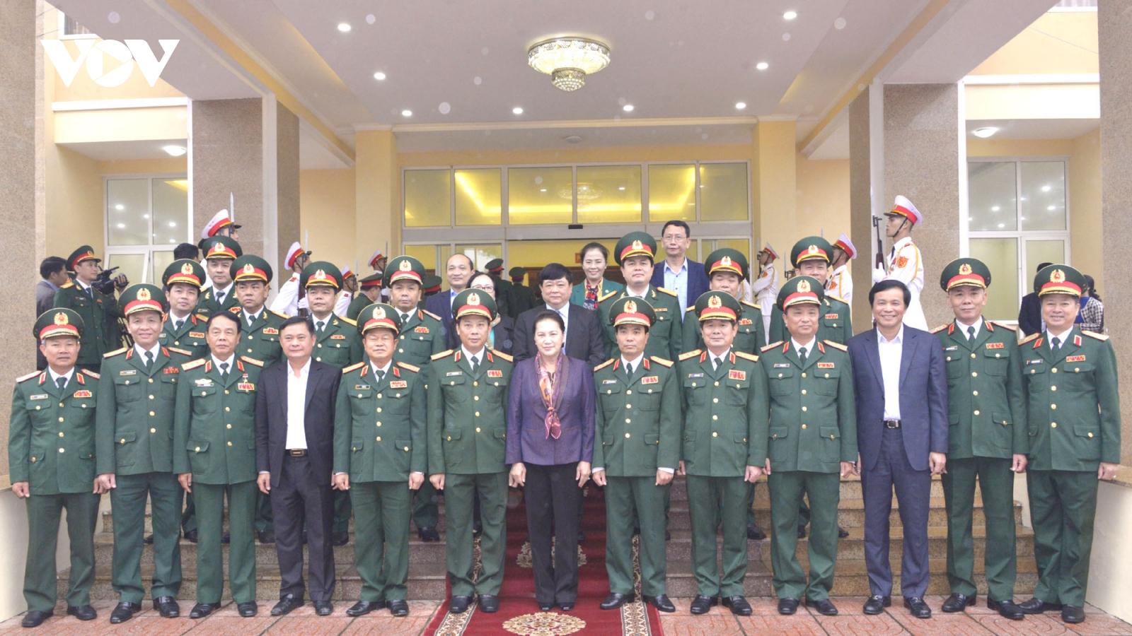 Chủ tịch Quốc hội thăm và làm việc tại Quân khu 4