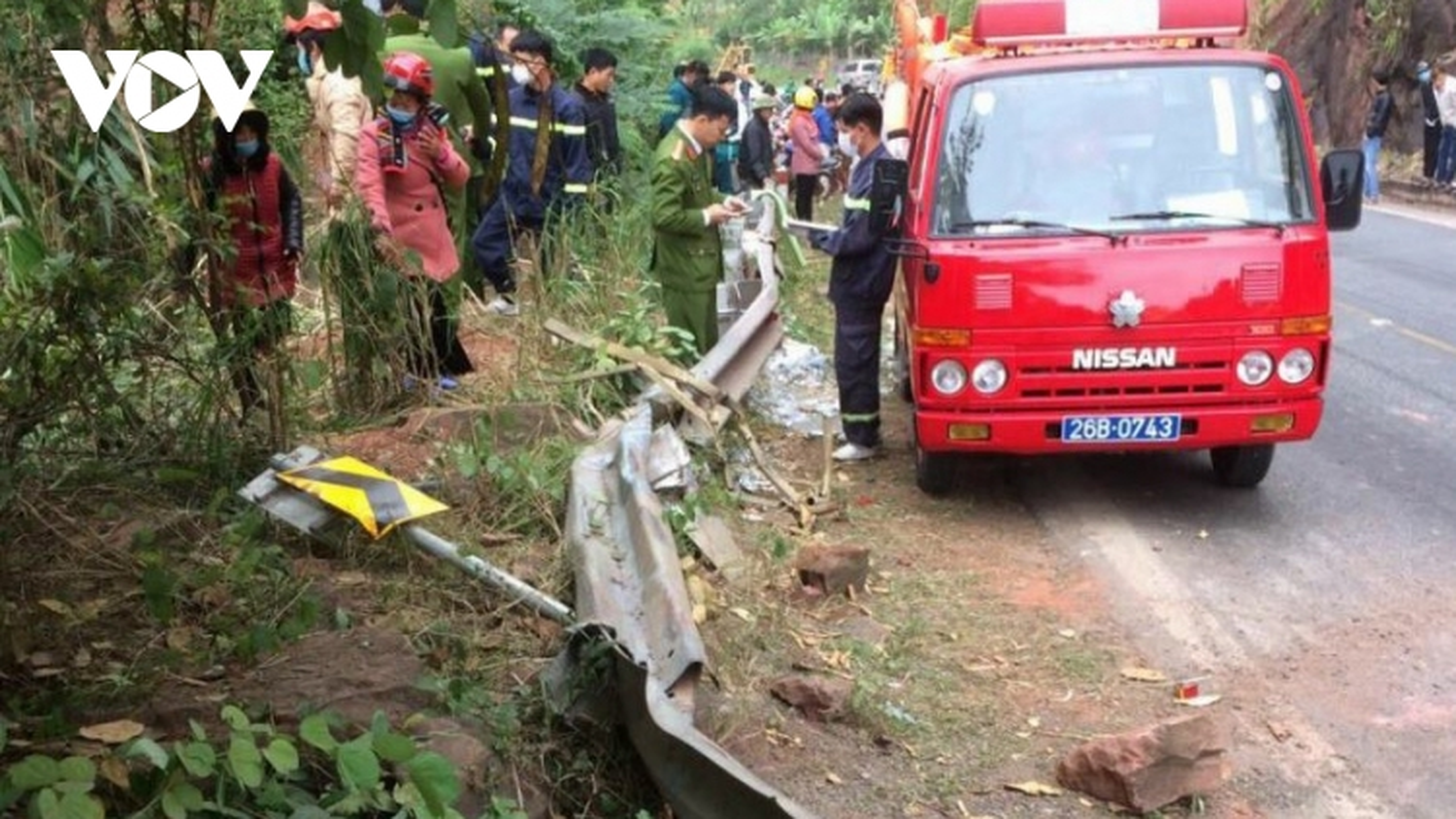 Xe tải lao xuống vực sâu trên Quốc lộ 6 khiến 1 người tử vong