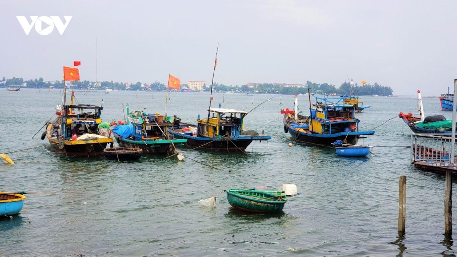 Tìm kiếm 2 người mất tích ở khu vực sông Thu Bồn
