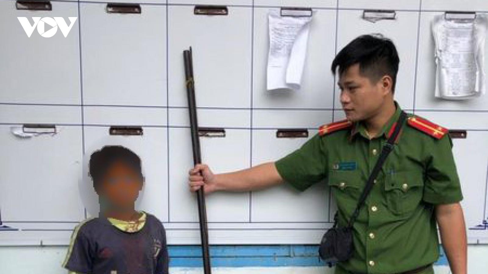 Bé trai 10 tuổi dùng súng tự chế bắn gây thương tích cho 3 người